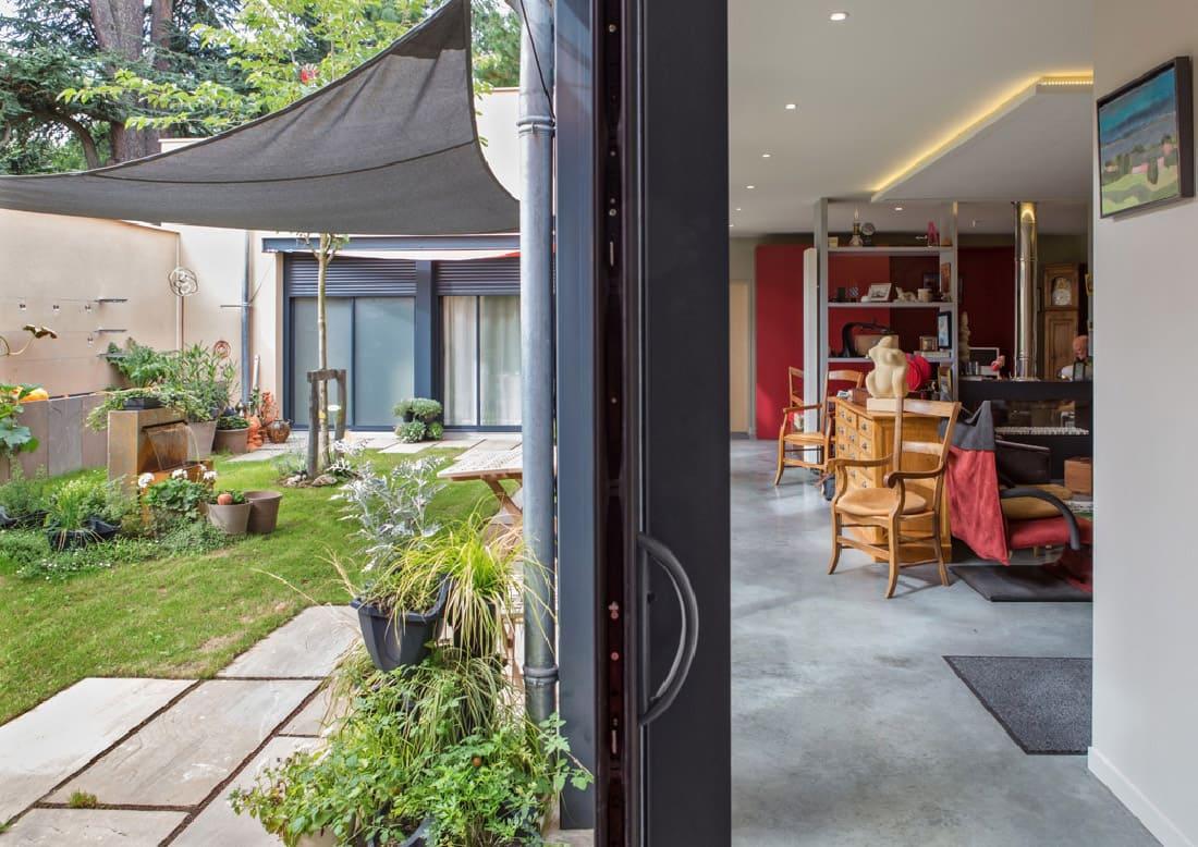 patio-couloir-vers-salon